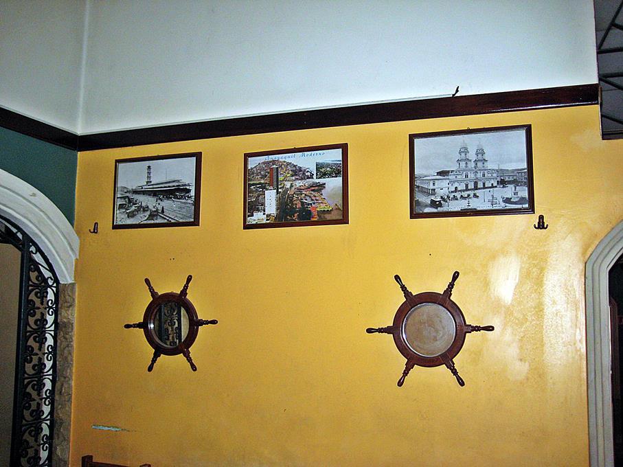30 - Decoración interior restaurante desconocido; imágenes del Guayaquil moderno y antiguo)