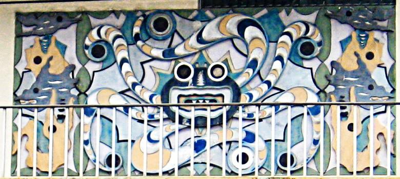 01 - Casa Ayacucho antes av. Machala - (Ilustración mural mixta de iconografía azteca y disneyana)